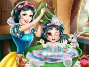 Snow White Baby Wash Game